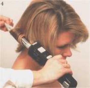 ... vlasy opatrně pročesejte řídkým hřebenem, dle potřeby opatrně